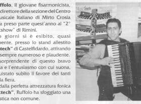 In questa foto, presa da Strumenti e Musica del Maggio 1998, vediamo il M° Ruffolo all''opera con la tecnologia Musictech che utilizza da sempre.