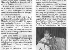 """Il M° Ruffolo con la sua fisarmonica in occasione del premio """"Città di Capistrello"""", in una foto riportata su Strumenti e Musica del Settembre 2001."""